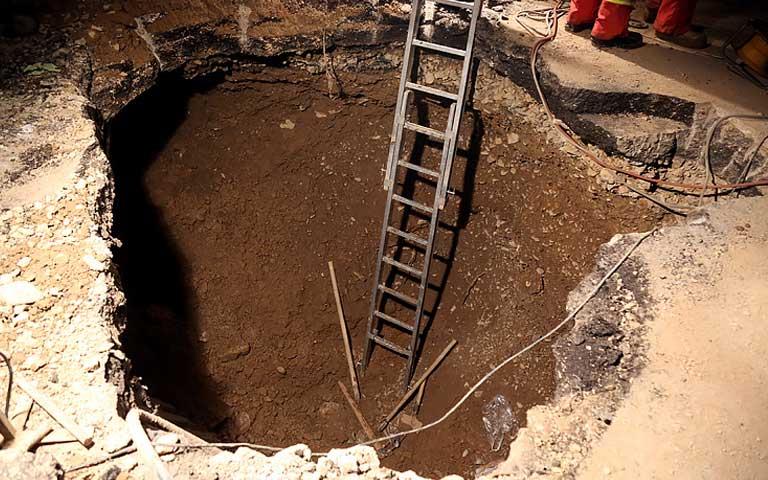ریزش چاه های قدیمی